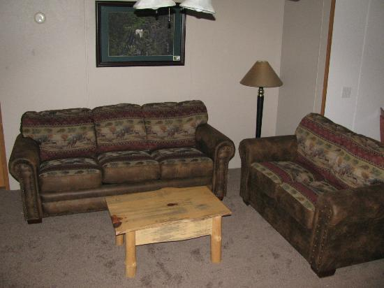 Sturgeon Lake, MN: Living Room in Eagles Nest Lodge