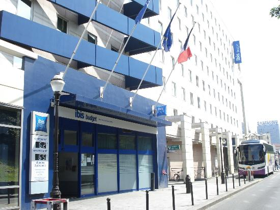 ibis budget Paris Porte de Montmartre: Entre de l&#39;htel