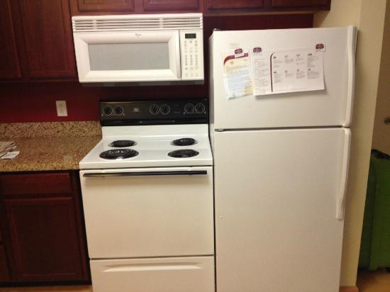 Residence Inn West Springfield: kitchen