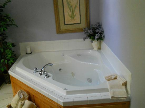 Graystone Cottages: wonderful jacuzzi