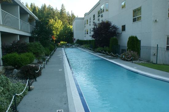 Podollan Inn: They say the largest hotel swimming pool in Western Canada
