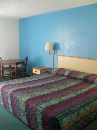 Motel 6 Norcross: King Room