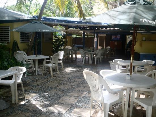 Inn at Tamarind Court: Courtyard &amp; Bar