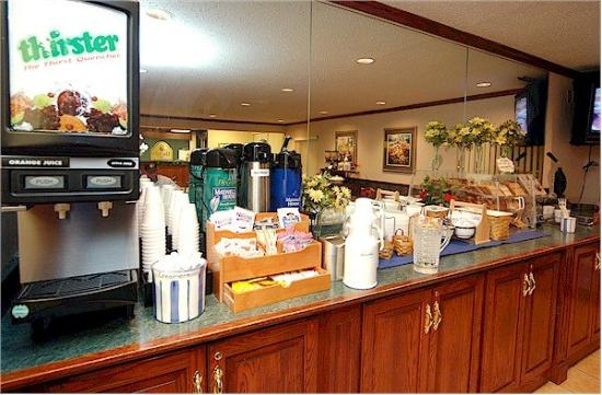 La Quinta Inn Indianapolis Airport Executive Drive: Breakfast Area
