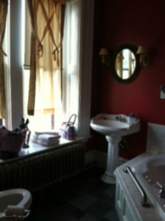 Moondance Inn: Bathroom