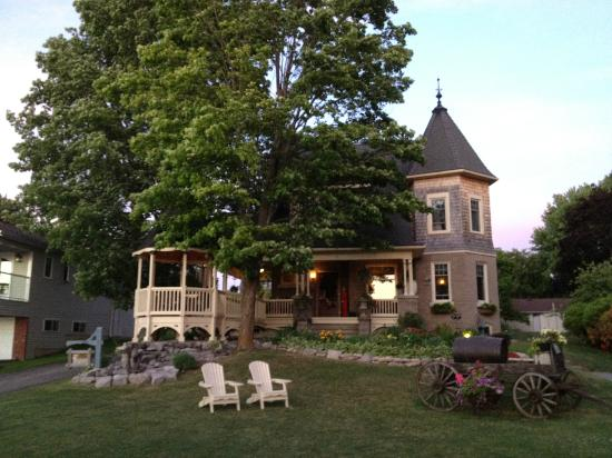 Creighton Manor Inn Bed and Breakfast: The B&B Itself
