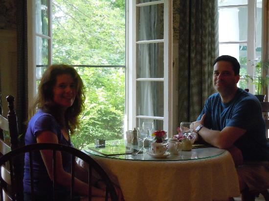 Birchwood Inn : Breakfast in the dining room