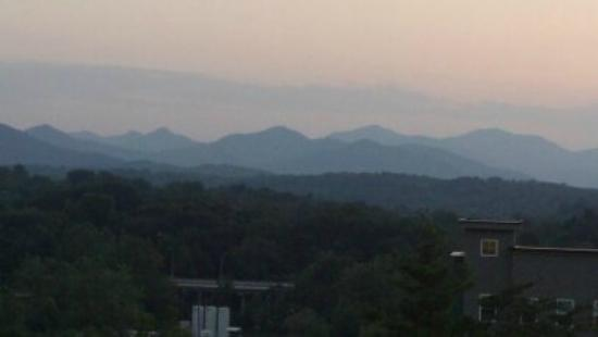 The Reynolds Mansion: Mountains at sunset seen from our room and porch