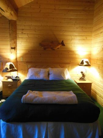 Glacier Bay's Bear Track Inn: Room