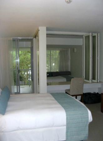 Grand Mercure Rockford Esplanade: bedroom with day bed in background