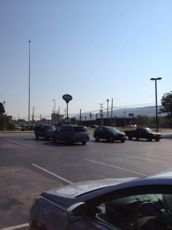 Holiday Inn Express Altoona: view from outside hotel