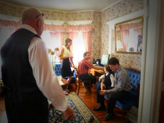 Coolidge Corner Guest House: Bed & Bagel: Waiting in the parlor for all our wedding attendees