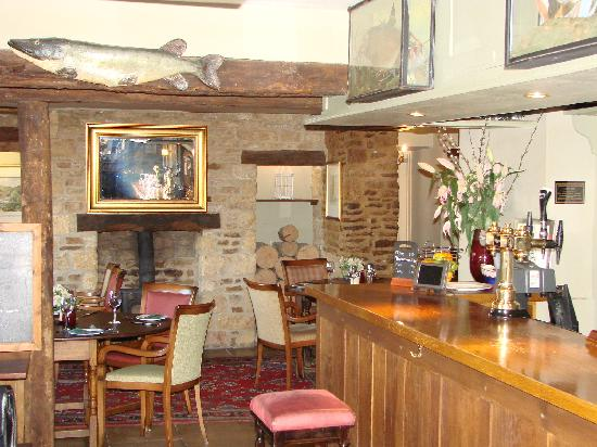 The Trout Inn at Tadpole Bridge: The bar and restaurant