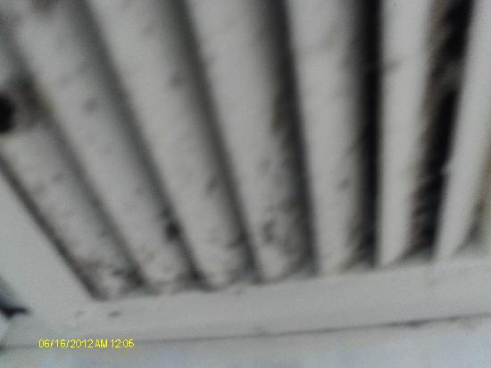 Park Hotel Netanya: Air vents in bedrooms