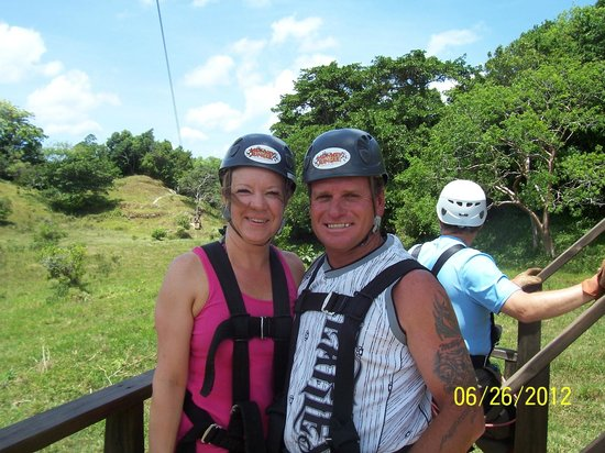 Ocean Manor Beach Resort: zipline tour FUN