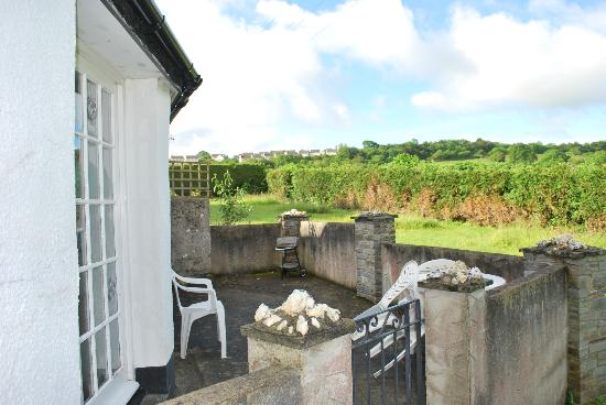 Bamham Farm Cottages: Our private patio area