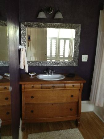 Brayton Bed and Breakfast: Part of an extended bathroom