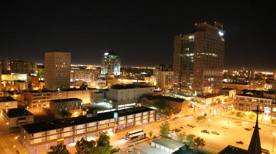 Delta Winnipeg: Night view of Winnipeg from balcony