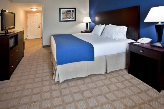 Holiday Inn Express Hotel & Suites Fort Pierce West: King Bed Guest Room