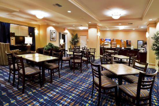 Holiday Inn Express Hotel & Suites Fort Pierce West: Breakfast Area