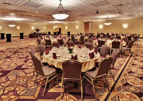 Holiday Inn Grand Island-Midtown: Grand and Royal Rooms set for a Banquet