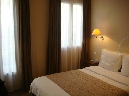 Royal Magda Etoile Hotel: Bed and Window with Balcony