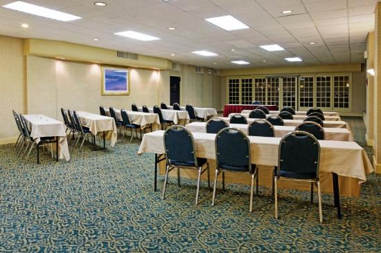Holiday Inn Express Hotel &amp; Suites Hunstville-University Drive: Meeting Room