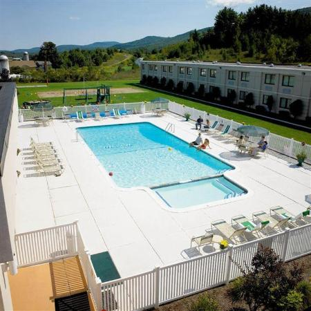 Holiday Inn Oneonta: Pool View