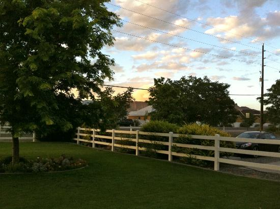 Grand Junction Bed and Breakfast Hotel: Bookcliffs' view.2