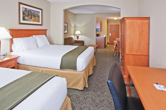 Holiday Inn Express Suites Lawton Fort Sill: Two Queen Bed Guest Room with Sleeper Sofa