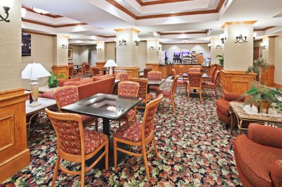Holiday Inn Express Suites Lawton Fort Sill: Breakfast Area