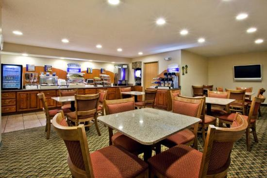 Holiday Inn Express Dillard: Breakfast Area