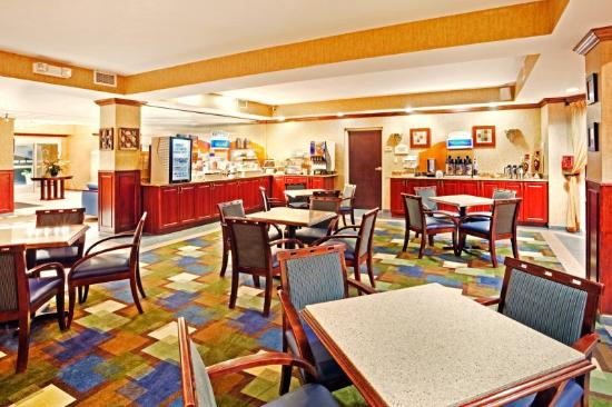 Holiday Inn Express Kings Mountain: Breakfast Area