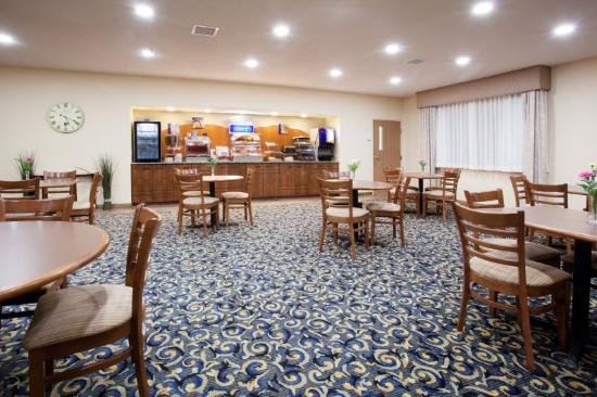 Holiday Inn Express Torrington: Breakfast Area