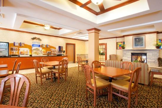 Holiday Inn Express Hotel & Suites Rockford - Loves Park: Breakfast Bar