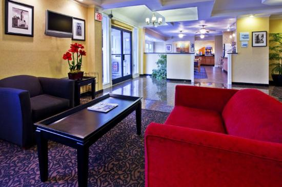 Holiday Inn Express Hotel & Suites Nashville - I-40 & 1-24 (Spence Lane): Hotel Lobby