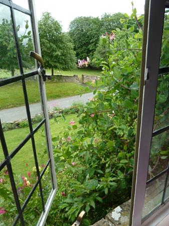 Yew Tree Cottage Bed and Breakfast: A view from the Beamed Room