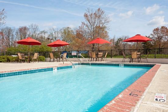 Holiday Inn Princeton: Swimming Pool