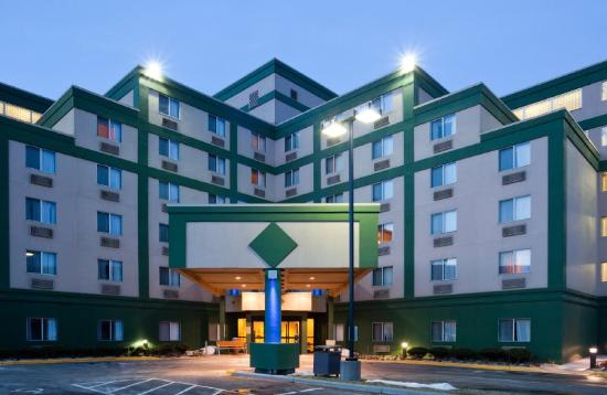 Holiday Inn Express Roseville - St Paul: Holiday Inn Express Roseville Hotel Exterior
