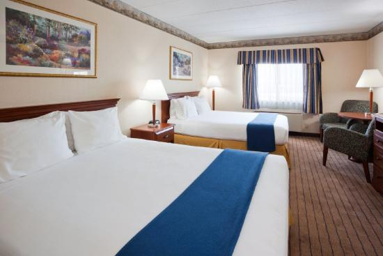Holiday Inn Express Roseville - St Paul: Holiday Inn Express Roseville Queen Bed Guest Room