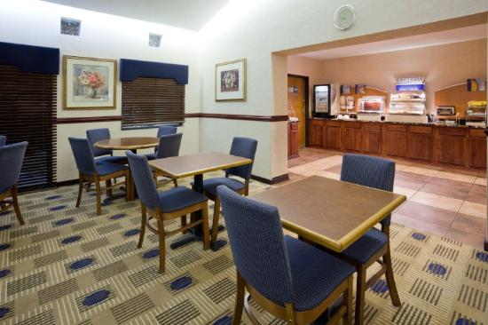 Holiday Inn Express Roseville - St Paul: Holiday Inn Express Roseville Breakfast Bar