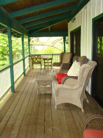 Kauai Country Inn: Expansive deck off Plumeria Suite (double doors -- off family room and master bedroom)