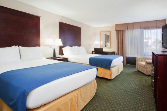 Holiday Inn Express Hotel & Suites Aurora: Double Bed Guest Room