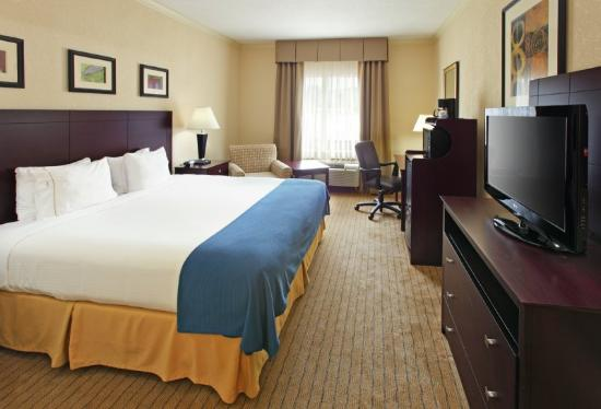 Holiday Inn Express Fort Smith: Guest Room