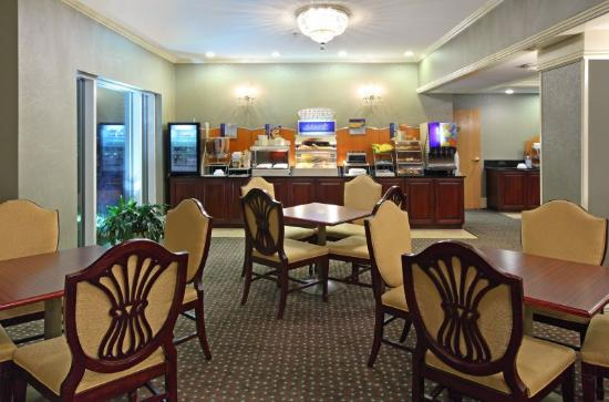 Holiday Inn Express Fort Smith: Breakfast Area