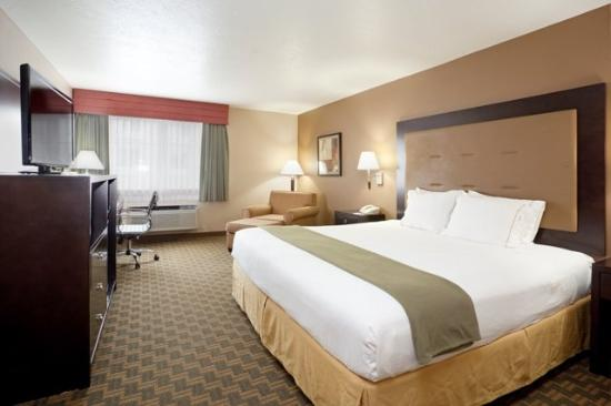 Holiday Inn Express Portland (Airport Area): King Bed Guest Room