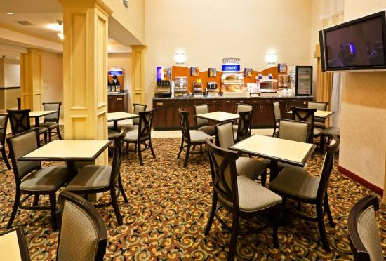 ‪‪Holiday Inn Express Hotel & Suites Muskogee‬: Breakfast Area‬