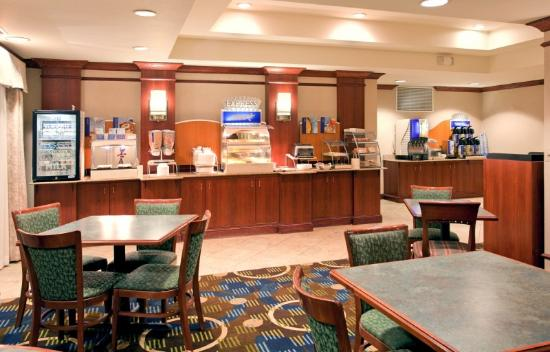 Holiday Inn Express Suites Independence: Breakfast Bar