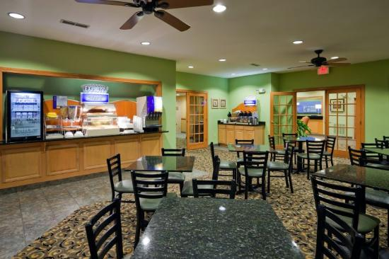 Holiday Inn Express Hendersonville Flat Rock: Breakfast Bar