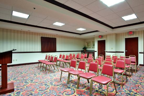 Holiday Inn Express Chesapeake: Meeting Room  that seats up to 50 people